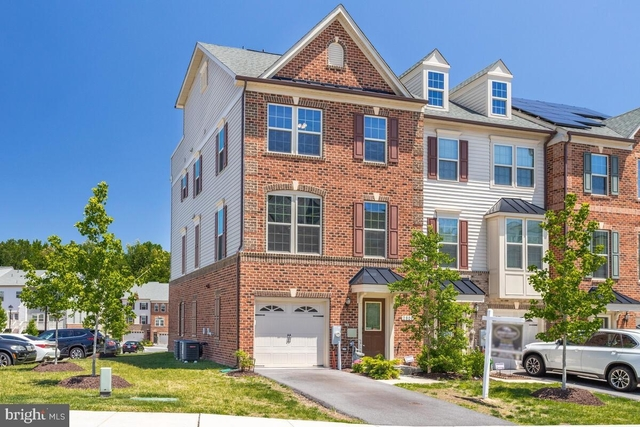 3 Bedrooms, Anne Arundel Rental in Baltimore, MD for $3,000 - Photo 1