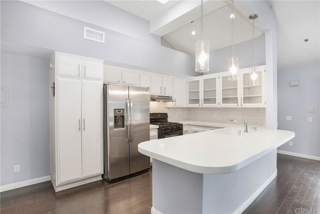 2 Bedrooms, College Park Rental in Los Angeles, CA for $2,400 - Photo 1
