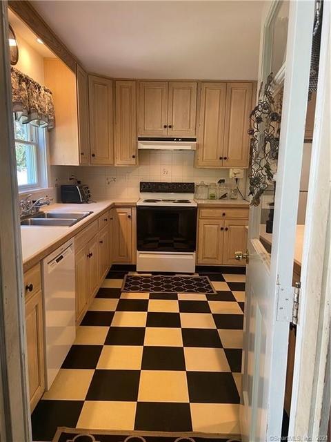 2 Bedrooms, Westport Rental in Bridgeport-Stamford, CT for $3,500 - Photo 1