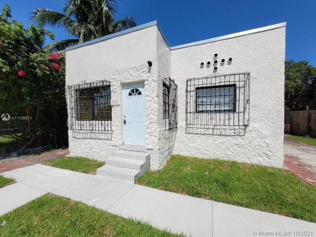 3 Bedrooms, Pinewood Park Rental in Miami, FL for $1,800 - Photo 1