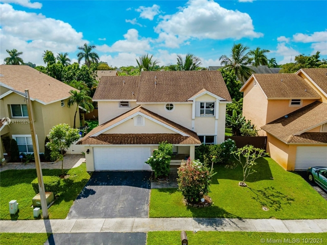 4 Bedrooms, Lakeside South Rental in Miami, FL for $3,000 - Photo 1
