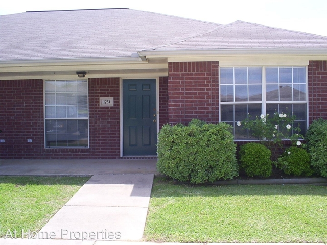3 Bedrooms, Rock Hollow Rental in Bryan-College Station Metro Area, TX for $1,150 - Photo 1
