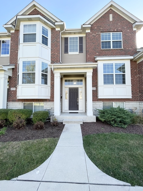 2 Bedrooms, Naperville Rental in Chicago, IL for $2,350 - Photo 1
