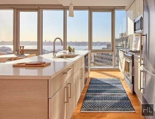 2 Bedrooms, Hell's Kitchen Rental in NYC for $6,247 - Photo 1