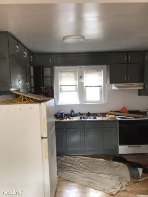 2 Bedrooms, Irving Park Rental in Chicago, IL for $1,075 - Photo 1