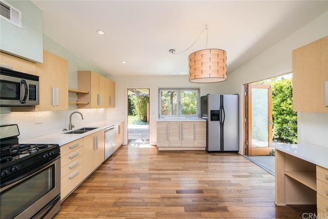 2 Bedrooms, Westside Costa Mesa Rental in Los Angeles, CA for $3,400 - Photo 1