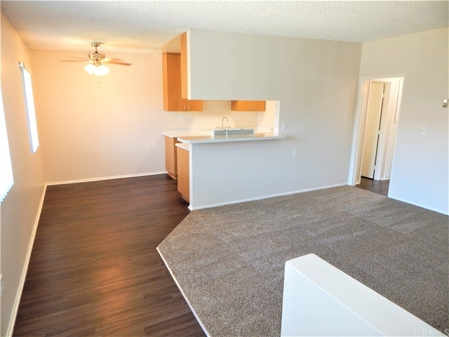 2 Bedrooms, Yorktown Rental in Los Angeles, CA for $2,100 - Photo 1