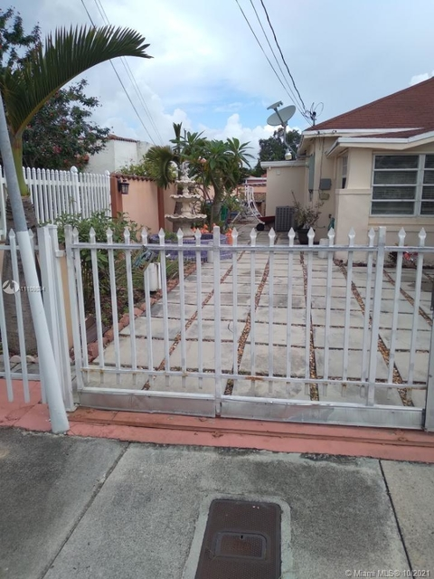 2 Bedrooms, West Lawn Rental in Miami, FL for $1,400 - Photo 1