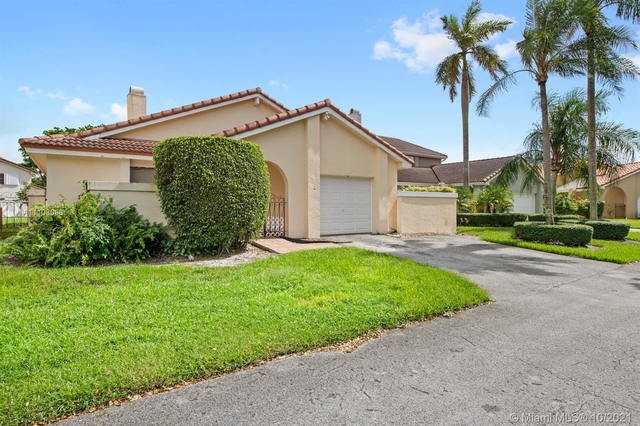 3 Bedrooms, Country Club Rental in Miami, FL for $2,800 - Photo 1