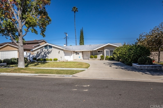 4 Bedrooms, Anaheim Hills Rental in Los Angeles, CA for $3,400 - Photo 1