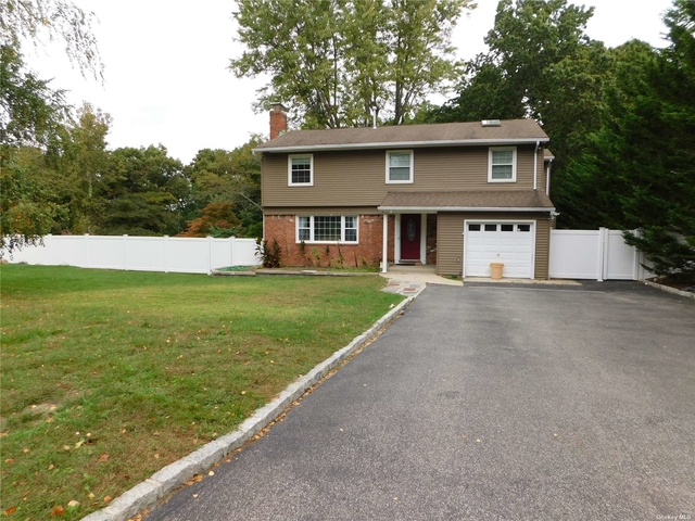 4 Bedrooms, Hauppauge Rental in Long Island, NY for $3,000 - Photo 1