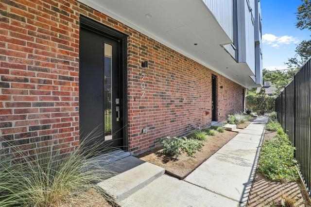2 Bedrooms, Southwest Dallas Rental in Dallas for $2,550 - Photo 1
