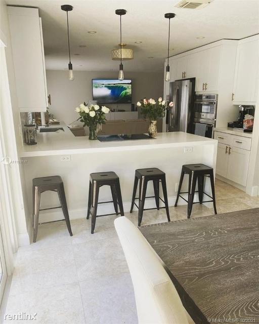 3 Bedrooms, Pueblo Del Sol Rental in Miami, FL for $3,800 - Photo 1