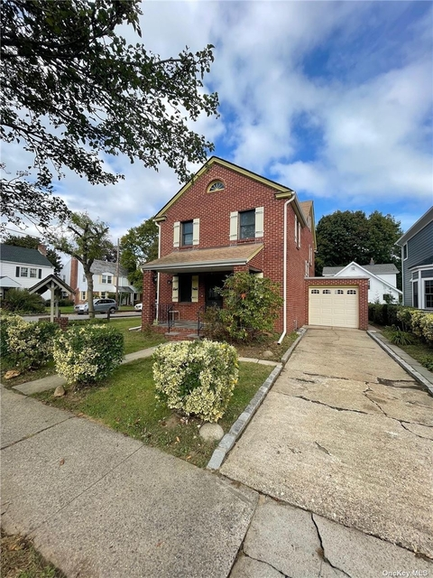 4 Bedrooms, Manhasset Rental in Long Island, NY for $5,300 - Photo 1