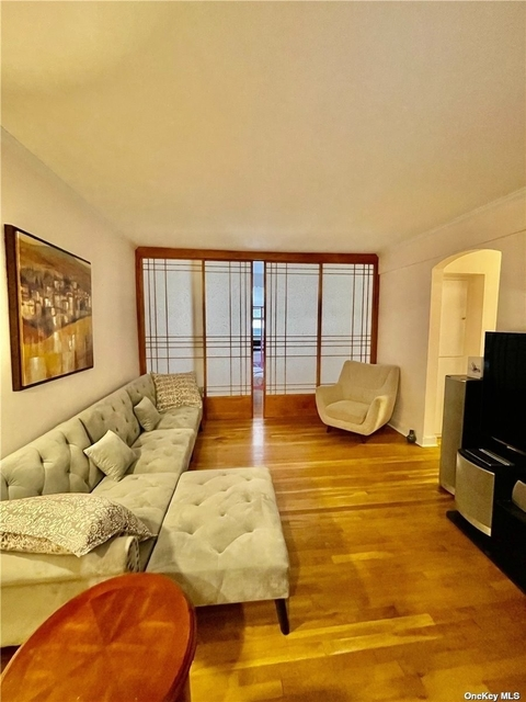 1 Bedroom, Great Neck Plaza Rental in Long Island, NY for $2,200 - Photo 1