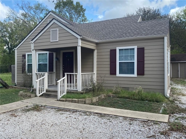 2 Bedrooms, College Hills Estates Rental in Bryan-College Station Metro Area, TX for $1,300 - Photo 1