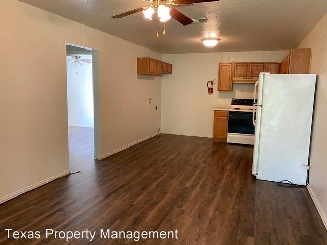 2 Bedrooms, Cleburne Rental in Dallas for $850 - Photo 1
