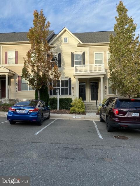 3 Bedrooms, River Oaks Rental in Washington, DC for $2,300 - Photo 1