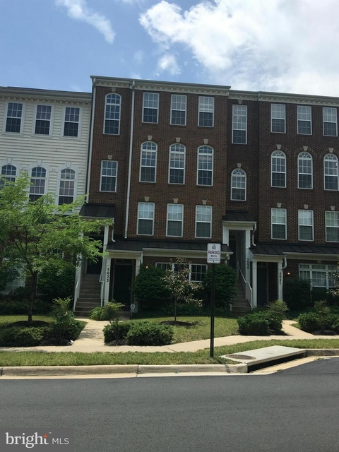 3 Bedrooms, County Center Condominiums Rental in Washington, DC for $2,100 - Photo 1