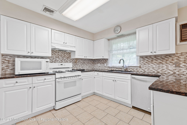 4 Bedrooms, Oakhurst Rental in North Jersey Shore, NJ for $2,400 - Photo 1