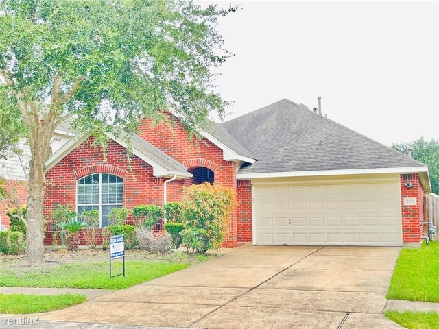 3 Bedrooms, Alvin-Pearland Rental in Houston for $2,470 - Photo 1