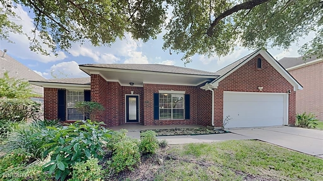 3 Bedrooms, Alvin-Pearland Rental in Houston for $2,550 - Photo 1