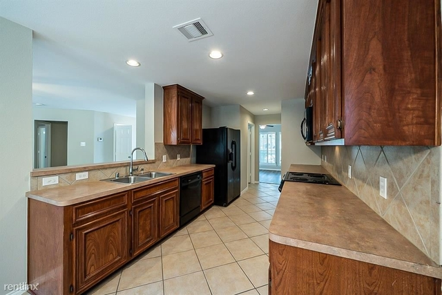 4 Bedrooms, Eagle Springs Rental in Houston for $2,490 - Photo 1