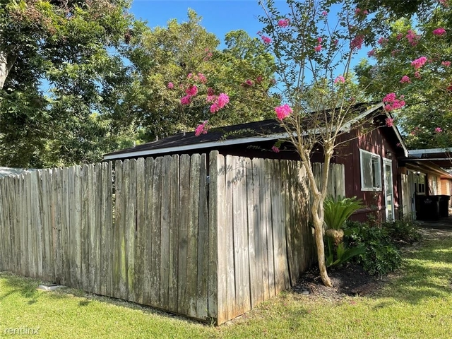 3 Bedrooms, Alvin-Pearland Rental in Houston for $2,430 - Photo 1