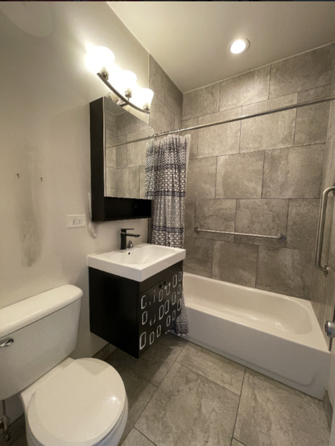 2 Bedrooms, Gresham Rental in Chicago, IL for $1,150 - Photo 1