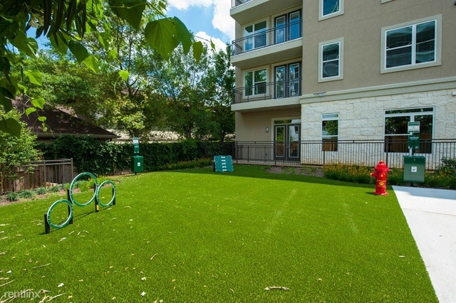 2 Bedrooms, Piney Oaks Estates Townhome Rental in Houston for $2,039 - Photo 1