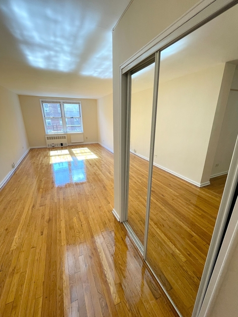 2 Bedrooms, Forest Hills Rental in NYC for $2,500 - Photo 1