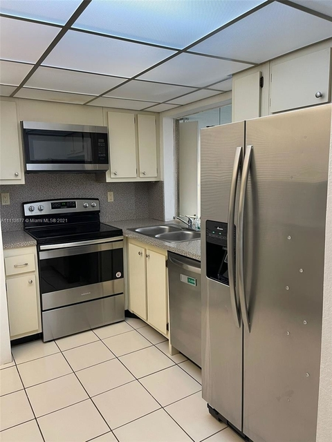 2 Bedrooms, Millionaire's Row Rental in Miami, FL for $3,400 - Photo 1