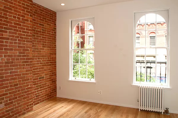 2 Bedrooms, Yorkville Rental in NYC for $2,350 - Photo 1
