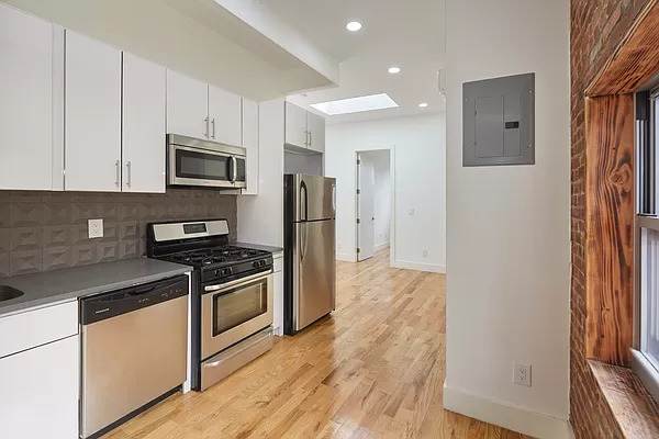 4 Bedrooms, Bedford-Stuyvesant Rental in NYC for $2,600 - Photo 1