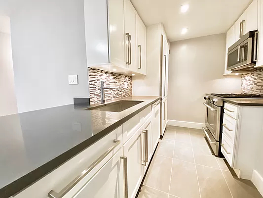 2 Bedrooms, Turtle Bay Rental in NYC for $6,400 - Photo 1
