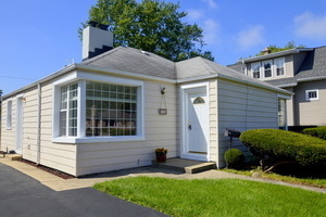 2 Bedrooms, Elk Grove Rental in Chicago, IL for $1,650 - Photo 1