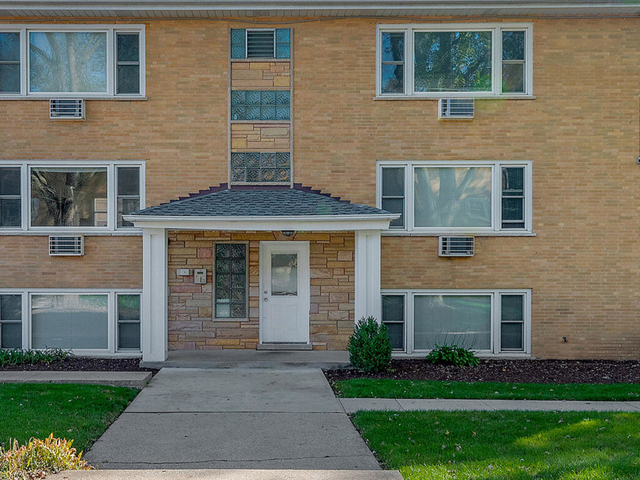 2 Bedrooms, Downers Grove Rental in Chicago, IL for $1,450 - Photo 1