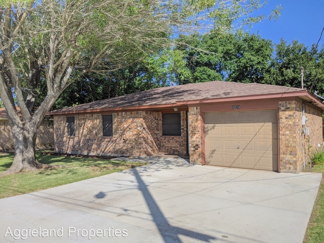 3 Bedrooms, North Oaks Rental in Bryan-College Station Metro Area, TX for $1,500 - Photo 1