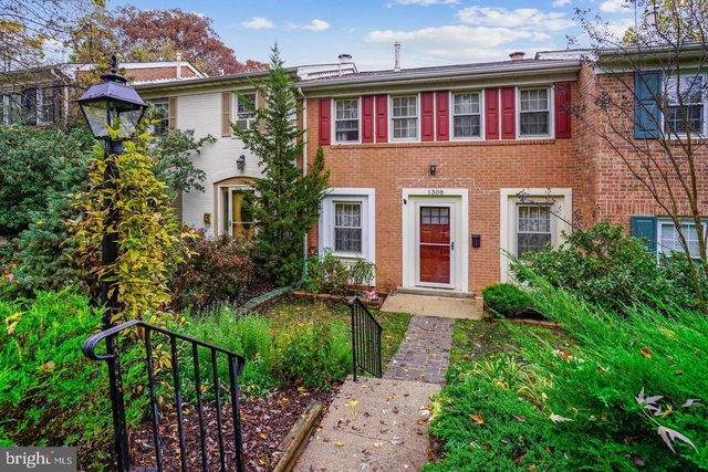 4 Bedrooms, Greenwich Hill Rental in Washington, DC for $2,150 - Photo 1