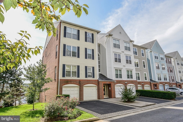 2 Bedrooms, Towns of Hillwood Condominiums Rental in Washington, DC for $2,000 - Photo 1