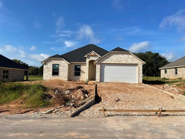 3 Bedrooms, Granbury East Rental in Granbury, TX for $2,150 - Photo 1