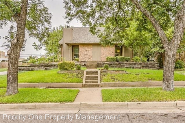 2 Bedrooms, Country Club Heights Rental in Dallas for $1,795 - Photo 1