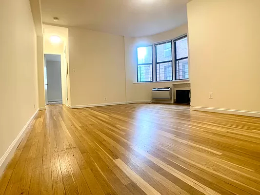 2 Bedrooms, Yorkville Rental in NYC for $3,445 - Photo 1
