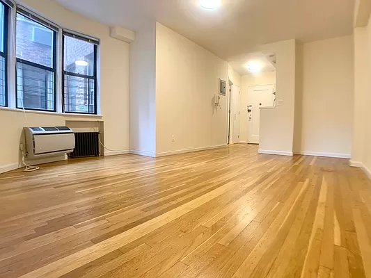 2 Bedrooms, Yorkville Rental in NYC for $2,340 - Photo 1