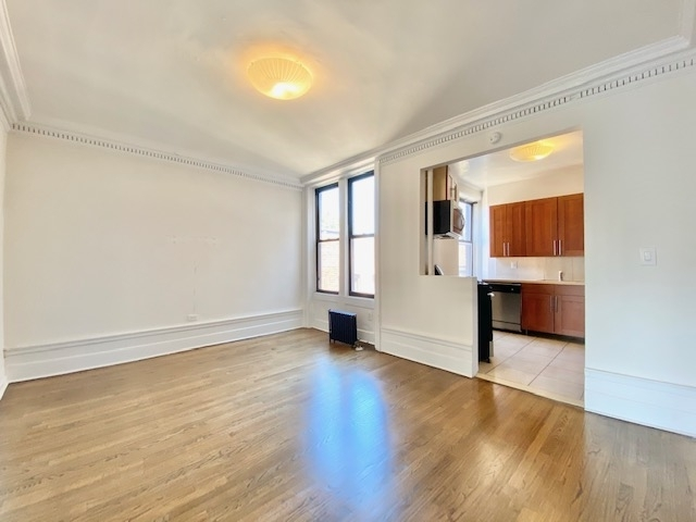2 Bedrooms, Washington Heights Rental in NYC for $2,340 - Photo 1