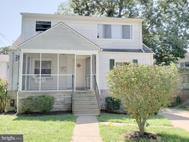 5 Bedrooms, East Falls Church Rental in Washington, DC for $3,250 - Photo 1