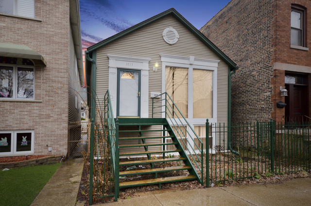 4 Bedrooms, Bridgeport Rental in Chicago, IL for $2,800 - Photo 1