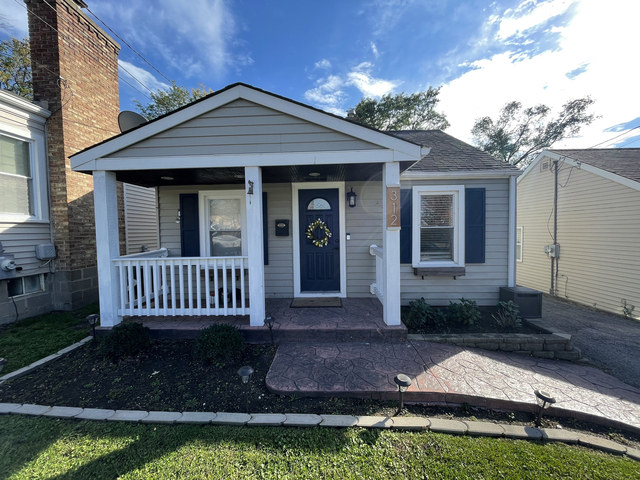 3 Bedrooms, Dundee Rental in Chicago, IL for $2,000 - Photo 1