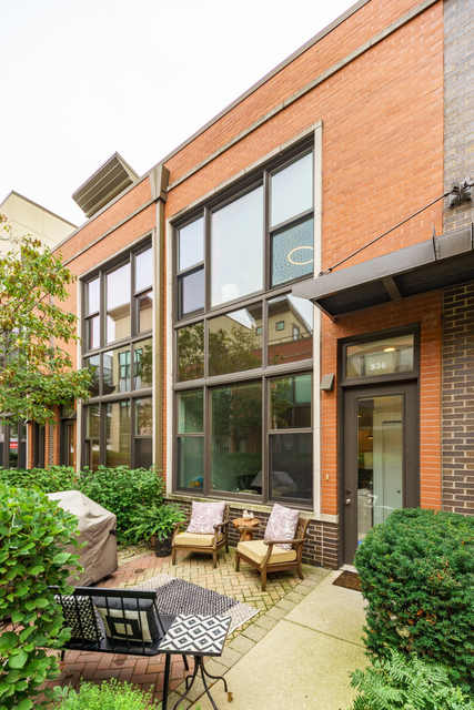 2 Bedrooms, Goose Island Rental in Chicago, IL for $3,200 - Photo 1