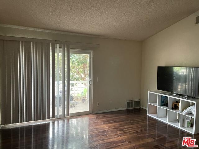 2 Bedrooms, Morningside Park Rental in Los Angeles, CA for $2,700 - Photo 1